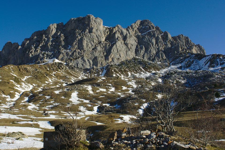 pyrenees-589537_960_720