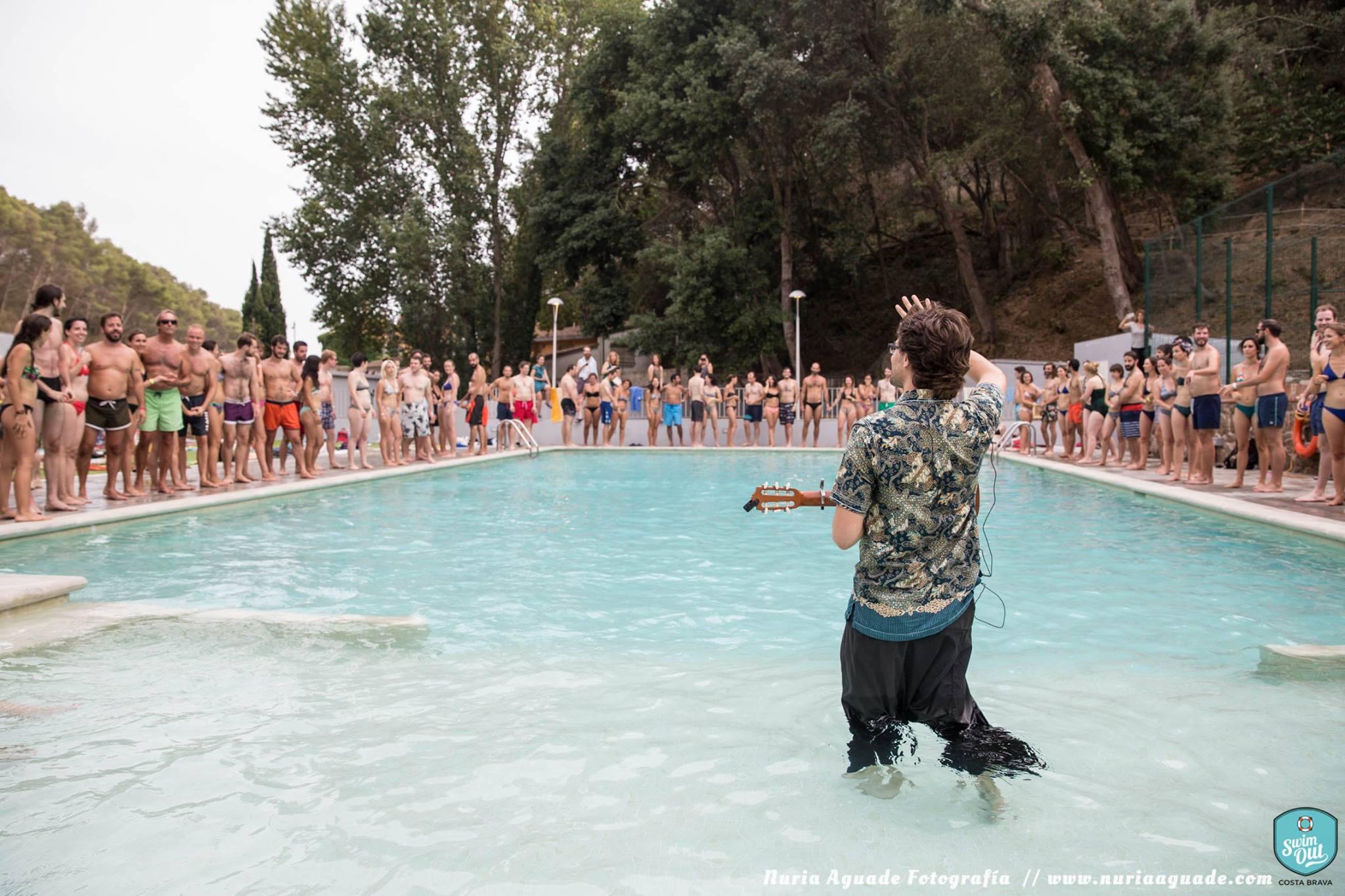 Guillem en la piscina